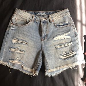 Wild fable distressed mom shorts. Size 4